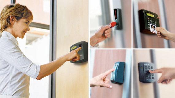 Otwieranie drzwi za pomocą karty zbliżeniowej
